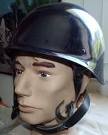 CASQUE DE LA GENDARMERIE D'INTERVENTION DE 1992 AVEC SES SANGLES ANTI ARRACHEMENT , FABRICATION DUNOIS GALLET CHATILLON - Headpieces, Headdresses