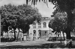 AFRIQUE NOIRE - GUINEE FRANCAISE : Palais Du Gouverneur - CPSM Dentelée Noir Blanc Format CPA 1955 - Black Africa - Guinée Française