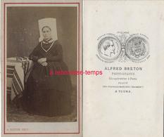 A Voir-CDV Vers 1870-costume Régional-femme Avec Coiffe Vendéenne-photo Alfred Breton à Tours - Photos