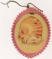 Image Pieuse Composition En Fil Broderie Enfant Jésus Crèche Noël Holy Card Santino - Santini