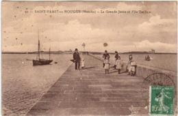 31rb 1O44 CPA - SAINT VAAST LA HOUGUE - LA GRANDE JETEE ET L'ILE TATIHOU - Saint Vaast La Hougue