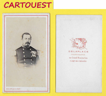 ֎ Photographie Albumen ֎ CDV Circa 1870 DELAPLACE Au Grand Marmelon CAMP DE CHALONS  Portrait  MILITAIRE & Décorations ֎ - War, Military