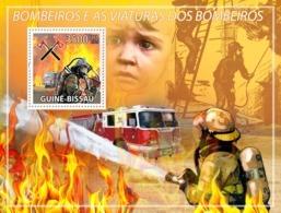 Guinea Bissau 2009 Fire Engines & Firemen - Guinea-Bissau