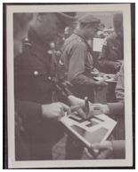 Dt- Reich (008089) Propaganda Foto Plauen Am Rande Einer Besuches Von Baldur V. Schirach Dem Reichsjugendführer - Briefe U. Dokumente