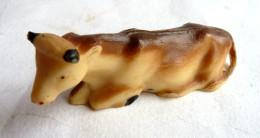FIGURINE STARLUX  - ANIMAUX ANIMAL DE LA FERME - VACHE 546 Couchée Pas Clairet - Figurines