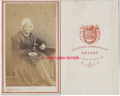 CDV -femme âgée Vers 1870-photographie Cherbourgeoise Gllot Rue Tour Carrée à Cherbourg - Photos