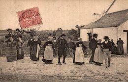 COSTUMES BRETONS - Bretagne