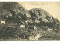 03 - SAINT NICOLAS DES BIEFS / LA PIERRE CHATEL - VACHES AU PATURAGE - France