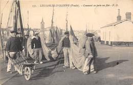 85-LES-SABLES-D'OLONNE-COMMENT ON PORTE UN FILET - Sables D'Olonne