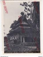 Au Plus Rapide Indochine Hanoï Ou Environs 1953 Une Maison Thaï Beau Format - Lugares