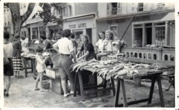 France - 06 - Nice Photo-Carte - Place Du Marché 1949 - Markets, Festivals