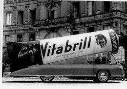 Véhicule Renault Publicité Vitabrill  -  Tour De France 1952   -  CPM - Camions & Poids Lourds