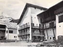 05 - LE ROUX D'ABRIES : L'Hotel Restaurant CHABRIOL ( Automobile AMI 6 En 1er Plan ) CPSM Dentelée  N/B GF  Hautes Alpes - Frankreich