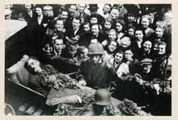 Belgique - Carte Le Soir - Carte 104 - Dans Les Marolles De Bruxelles, Un Faux Enterrement D'Hitler En 1945 - Carte Neuv - Belgique