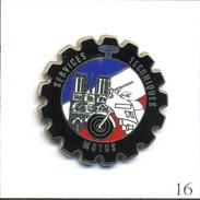 Pin's Police - Services Techniques Motos De Paris Avec Notre-Dame. Est. Ballard. Zamac. T552-16 - Police