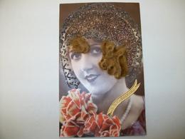 CPA Femme Avec Chapeau Couvert De Paillettes Et Vrais Cheveux - Femmes