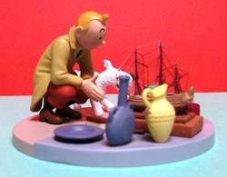 Tintin : Figurine De Tintin Au Marché Aux Puces Dans Sa Boite D'origine - Dimensions : 11 X 11 Cm ( Voir Photos ). - Tintin