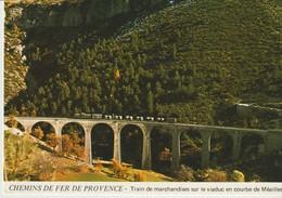 C. P. - CHEMINS DE FER DE PROVENCE - TRAIN DE MARCHANDISES SUR LE VIADUC EN COURBE DE MEAILLES - JACQUES CHAUSSARD -A 83 - Bahnhöfe Mit Zügen