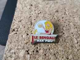 1 PINS PMU  BAR LE BENGALI  PIN UP - Pin's & Anstecknadeln
