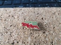 1 PINS PMU  BAR LE SPORTING - Pin's & Anstecknadeln