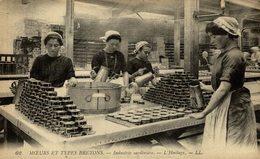 "Moeurs Et Types Bretons "" Industrie Sardiniere - L'huilage "" - Pesca"