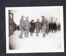 Photo Originale Guerre 39-45  U.S Army Chalons Marne Train Transferant Refugies Russes Noms Staff Au Verso - War, Military