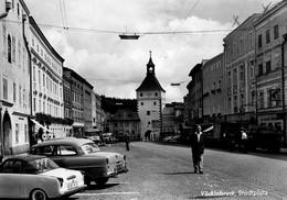 Vocklabruck Stadtplatz Animée Et Voitures - Vöcklabruck