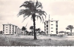 AFRIQUE NOIRE - GABON - PORT GENTIL : Groupe D'Immeubles De La SOCIETE DES PETROLES - CPSM PF - Black Africa - Gabon