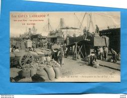 """Le HAVRE-gros Plan Animé -dockers Déchargeant Le Café - -""""Cafés Labrador  Le HAVRE""""années1910-édit LL - Le Havre"""