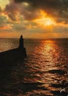 Coucher De Soleil Sur La Mer Avec Phare (2 Scans) - Halt Gegen Das Licht/Durchscheink.