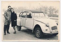 CITROEN 2CV OLD CAR VINTAGE VOITURE AUTO AUTOMOBILE Man Woman - Vintage Old Photo Photograph - Auto's