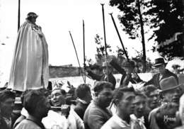 Pélerinage Aux SAINTES-MARIES-de-la-MER - Statue De Ste Sarah, Patronne Vénérée Des Gitans, Portée Par Ses Fidèles - Saintes Maries De La Mer