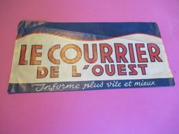 Chapeau Publicitaire Papier/Type Tour De France/Le Courrier De L'Ouest/Informe Plus Vite Et Mieux/ANGERS/Vers1950  JE233 - Altri