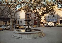 VELAUX - La Place - Fontaine - Renault R16, 4L - Editions Henri Moiroud - France
