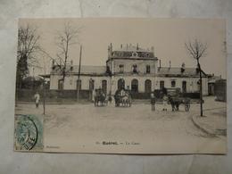 CPA 23 CREUSE-GUERET : Scène Animée Devant La Gare (charrettes) - Guéret