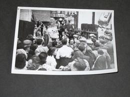 BELGIQUE QUESTION ROYALE 1950 - Liège, Envahissement REGIE T.T. Rue Ch. Magnette / Sirène - PHOTO ROBYN - Photographs