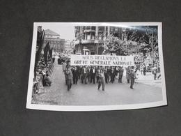 BELGIQUE QUESTION ROYALE 1950 - MANITESTATION A LIEGE RUE JOFFRE - PHOTO ROBYN - Photographs
