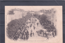 Défilé Du Grand Cortège HISTORIQUE En 1902, Rue Du Gl. Defrance à WASSY - 2 Scans - Histoire
