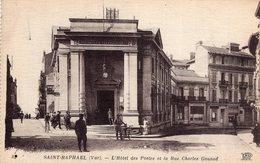 B57101 Cpa Saint Raphael - L' Hôtel Des Postes Et La Rue Charles Gounod - Saint-Raphaël