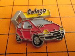 912c Pins Pin's / Rare & TB état / THEME AUTOMOBILES : RENAULT TWINGO ROUGE - Renault