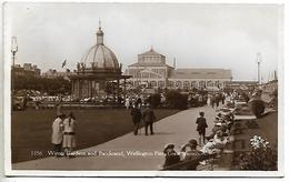 Real Photo Postcard, Great Yarmouth, Winter Gardens And Bandstand, Wellington Pier. People, Buildings, 1935. - Great Yarmouth