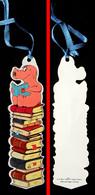 Marque-page Signet : Allemagne - Découpé - Cochon Qui Lit Sur La Pile De Livres - Marque-Pages
