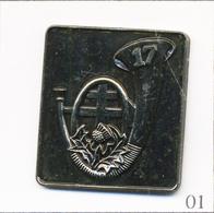 Pin's - Armée - 17eBataillon De Chasseurs à Pied (1854-1963). Non Estampillé. Métal Chromé Vieilli. T665-01 - Army