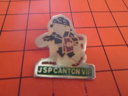 1110 Pins Pin's / Rare & TB état / THEME POMPIERS : JSP JEUNE SAPEUR POMPIER CANTON VIF - Brandweerman
