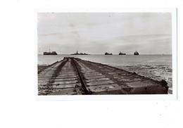 Cpa - 50 - COURSEULLES S/mer GRAYE Juno-beach Débarquement 1944 Ponton Général De Gaulle  Bateaux - France
