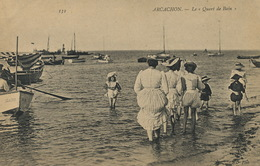 Arcachon Bains De Mer Le Quart De Bain  Femmes Remontant Leurs Robes - Arcachon