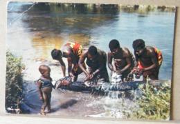 MONDOSORPRESA, AFRICA IN COLORE   VIAGGIATA - Cartoline