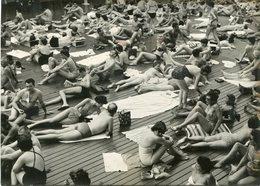 PHoto De Presse Universal Photo Paris Parisiens En Maillot De Bain Piscine Deligny Record De Chaleur Le 8 Juillet 1956 - Places