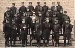 CPA 2637 - MILITARIA - Carte Photo Militaire - Un Groupe D'Officiers Cuirassiers N° 3 Sur Les Cols - Personnages
