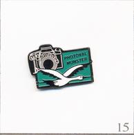 Pin's - Photographie - Magasin / Photoval à Munster (68). Estampillé Rectilignes. Métal Peint. T667-15 - Photographie